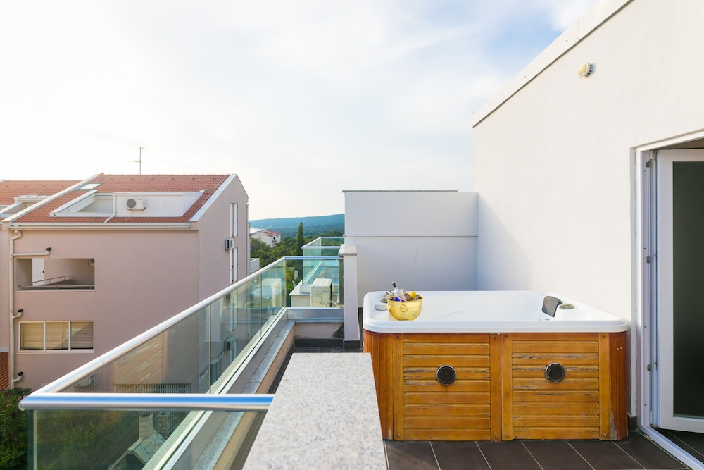 3206d6009853 Villa Tina in Novalja | Hotel Rates & Reviews on Orbitz