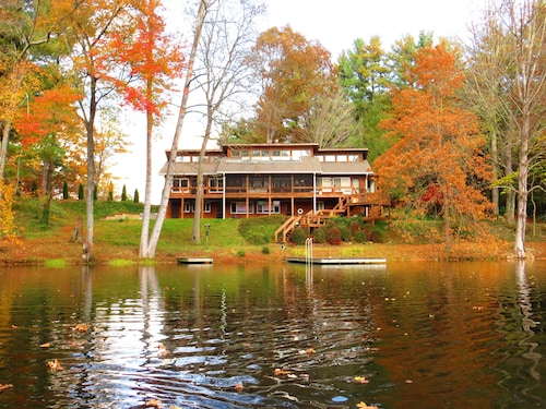 Wonderful Lodge Over Looking Beautiful Lake On 18 Pristine Acres In Asheville
