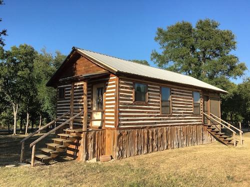 Great Place to stay Pete's Big Cabin Studio Bedroom 1 Bathroom Cabin near Kingsbury