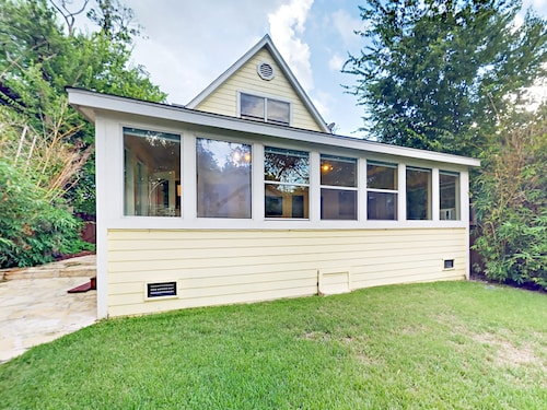 Great Place to stay 803 Jessie Street House 3 Bedrooms 2.5 Bathrooms Home near Austin