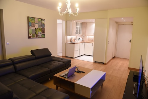 Very Nice Furnished 2 Room Apartment Completely Renovated!