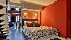 3 bedrooms, desk, WiFi, bed sheets
