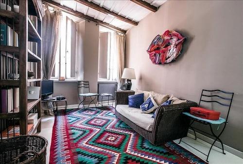 Stylish Halldis Duplex few Steps From Piazza del Popolo and Piazza di Spagna