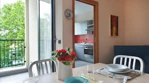 Réfrigérateur, micro-ondes, fourneau de cuisine, lave-vaisselle