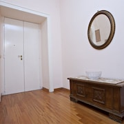Spacious 2bdr apt W/terrace