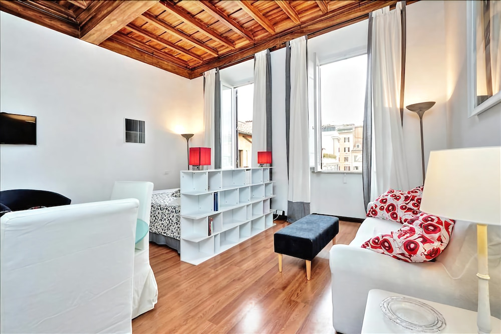 Sunny and cozy studio with great location (Roma, Italia ...