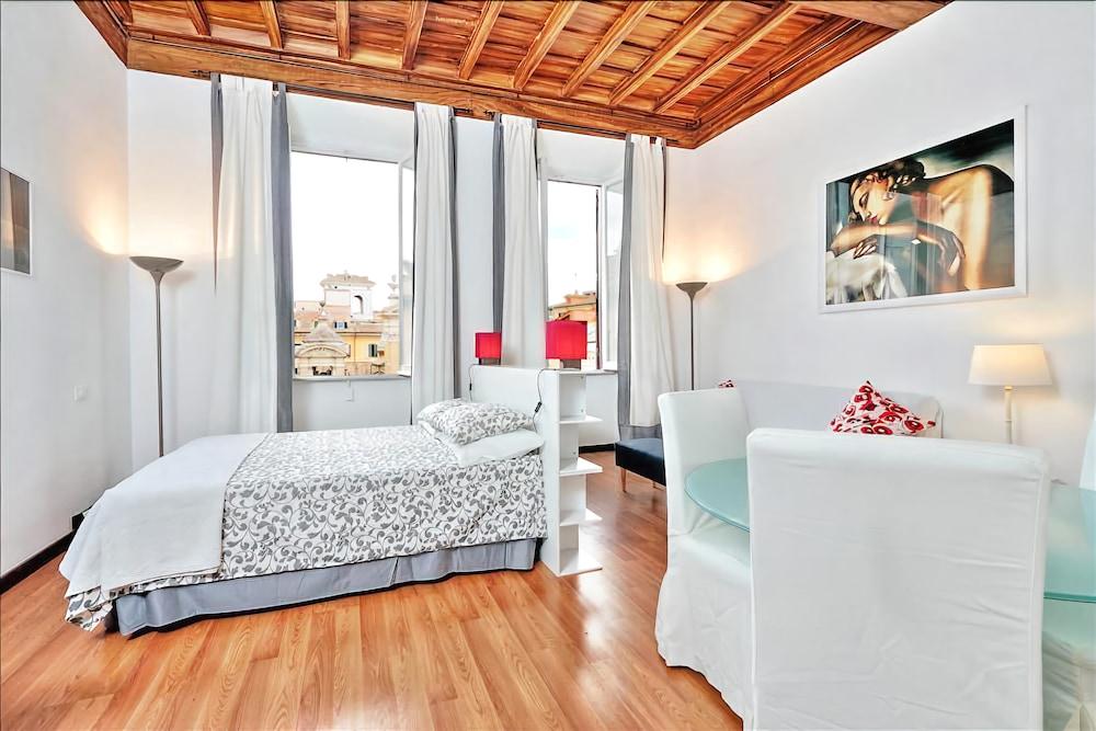 Sunny and cozy studio with great location (Roma, Italia)   Expedia.it
