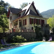 House With Character: Private Pool and 3000 m² Quiet Wooded Fenced Park