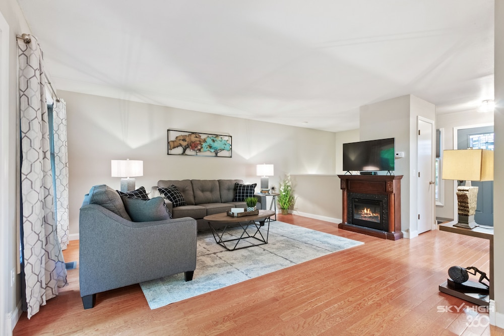 Living Room, Wow! Fully Updated Townhome Close To Trails, BV Country Club/golf Course & More