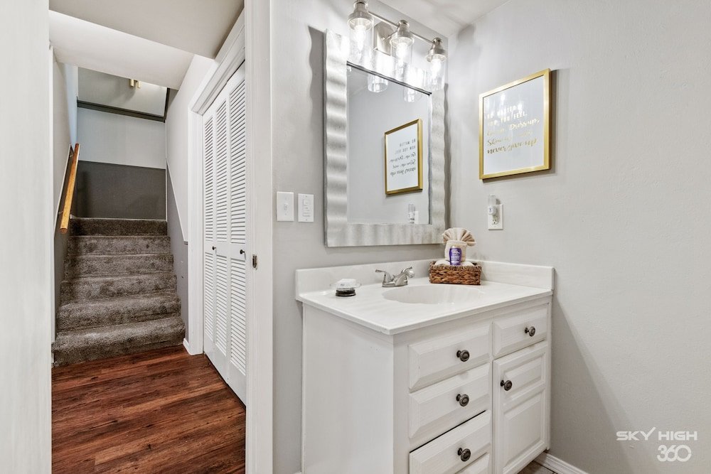 Bathroom, Wow! Fully Updated Townhome Close To Trails, BV Country Club/golf Course & More