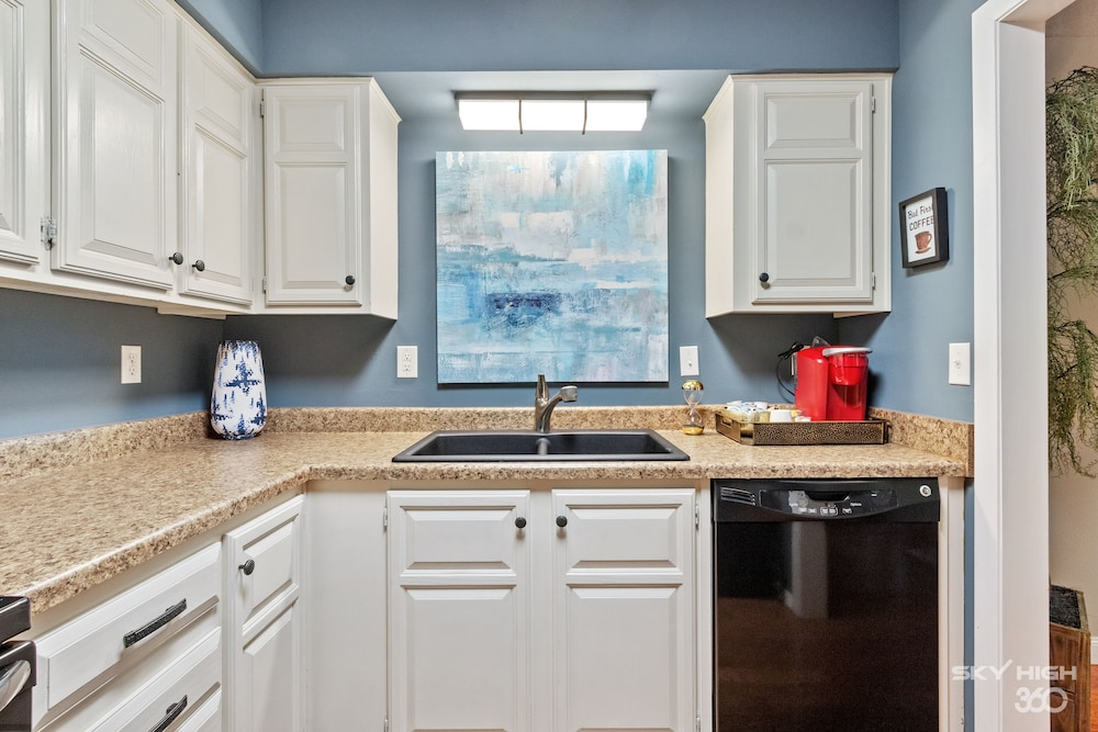 Private Kitchen, Wow! Fully Updated Townhome Close To Trails, BV Country Club/golf Course & More