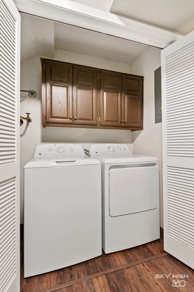 Laundry, Wow! Fully Updated Townhome Close To Trails, BV Country Club/golf Course & More
