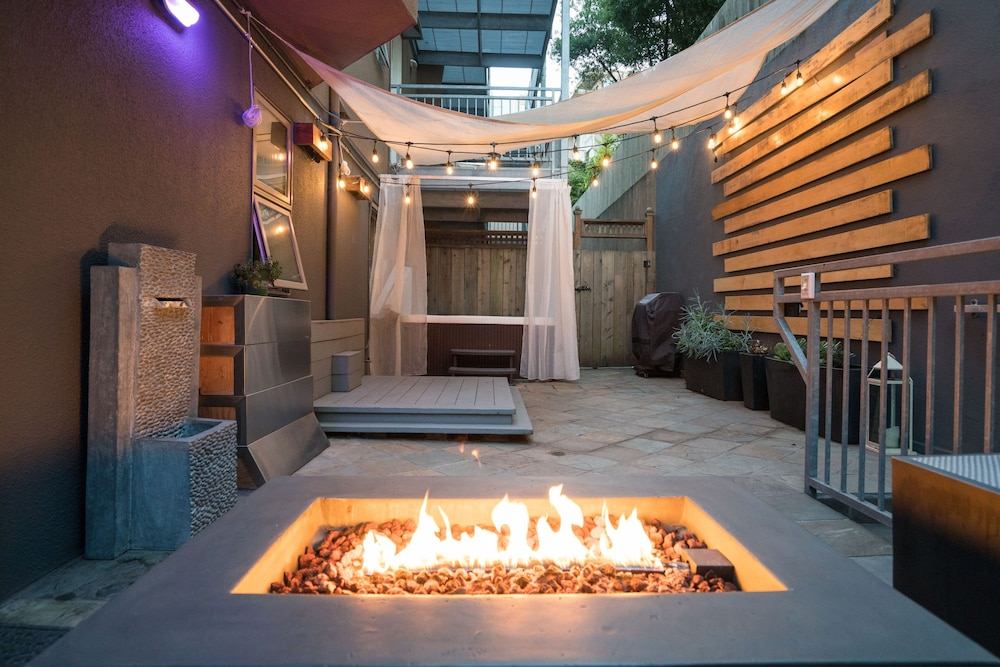 Modern Unit W Private Patio Hot Tub Fire Pit Free Parking