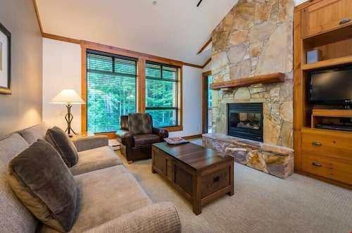 Elegant Suite + Slopeside Access Pristine Powder