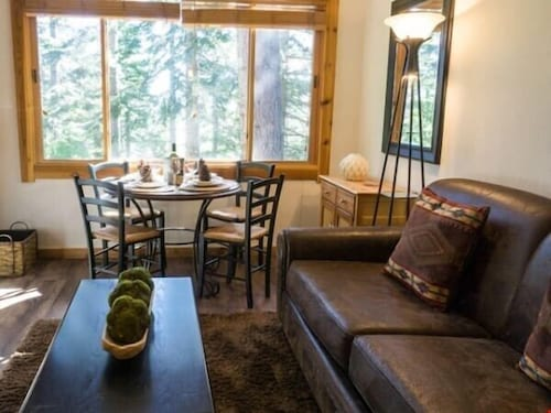 Rustic Mountain Condo Close to Ski Shuttle All Resort Fees Included!