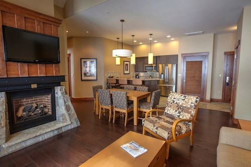 Slopeside Condo + Balcony Access Spa, Hot Tubs, Pools, & Billiards