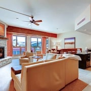 Stunning Mountain Condo Slopeside Access + Fireplace + Pool