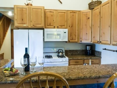 All Resort Fees Included! Rustic Mountain Condo With Loft + Fireplace