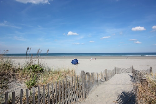 Great Place to stay 'ocean's One-eleven' Nantasket Beach Summer Paradise near Hull