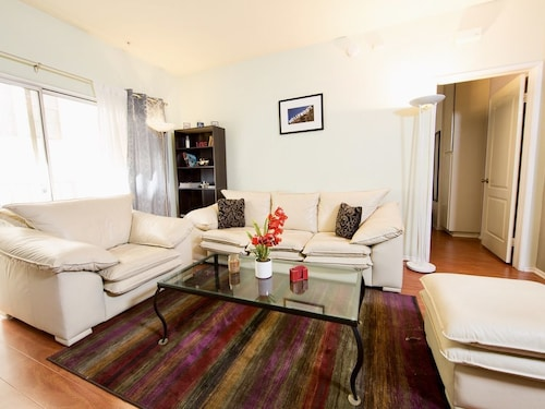 Great Place to stay Dream Home in Hollywood. Private Master Bedroom near Los Angeles