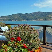 Luxury Two Bedroom on SF Bay - Fabulous Views and Pool