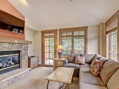 The Perfect 2 Bedroom Condo for Your Ski Getaway! Comfy and Cozy!