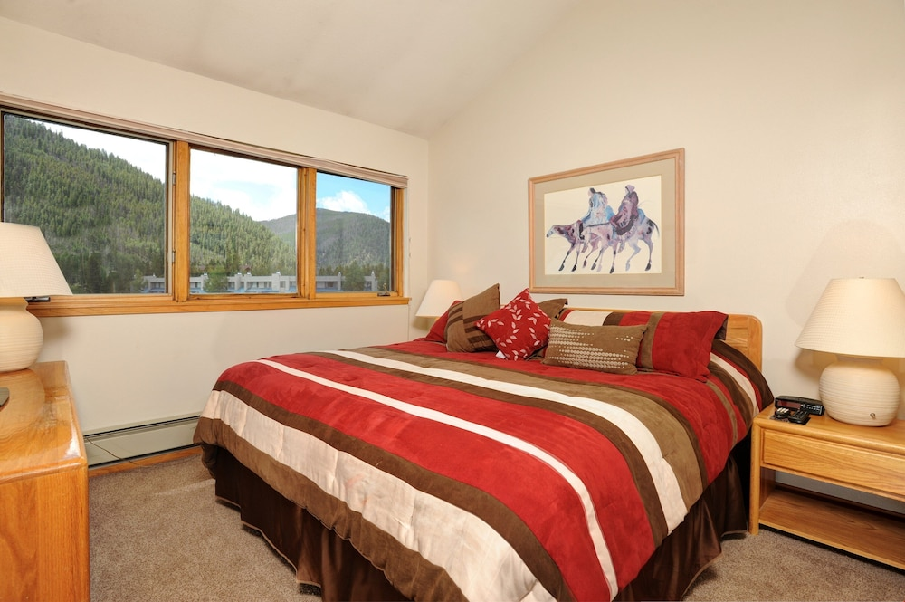 Cozy and Charming Lakeside 1 Bedroom Condo With Pool, Hot Tub ...