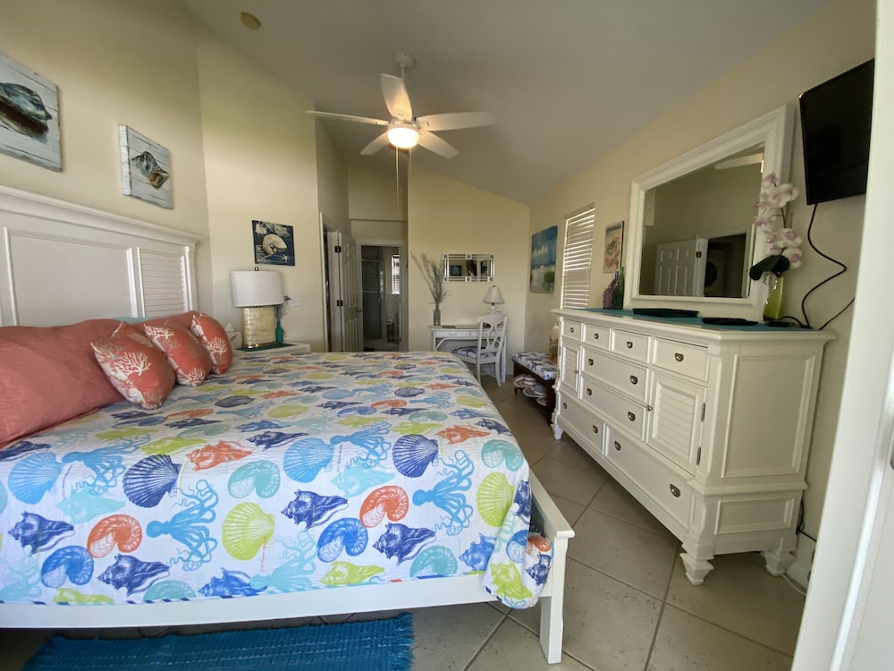Room, Casa Calypso-new Beautiful Tropical Style House 3 King Beds Pool 2 mi to Beach