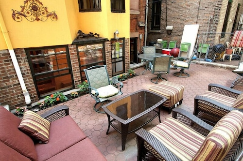 Amazing Union Sq. 3 Bedroom/2 Bath With Private Backyard