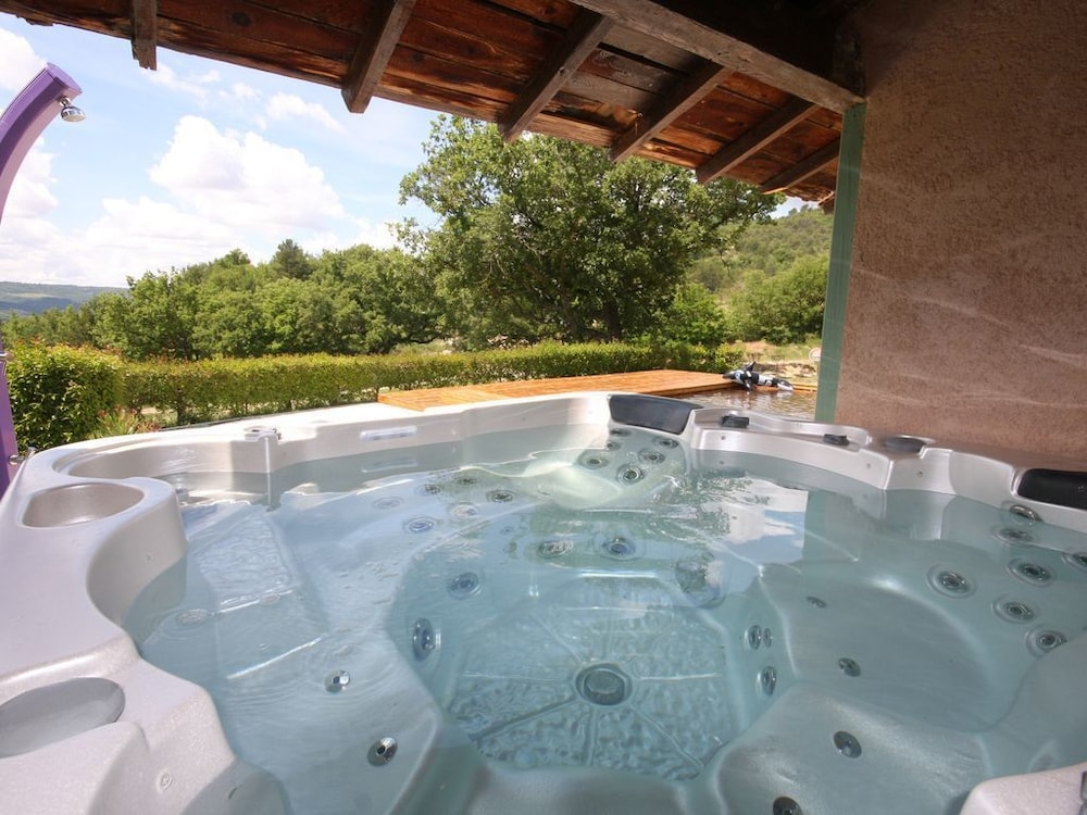Exceptional Hamlet Swimming Pool Sauna Jacuzzi Rated 4 Stars