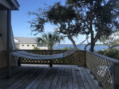 Dockside Cottage! Breathtaking Riverfront Views With Dockage!