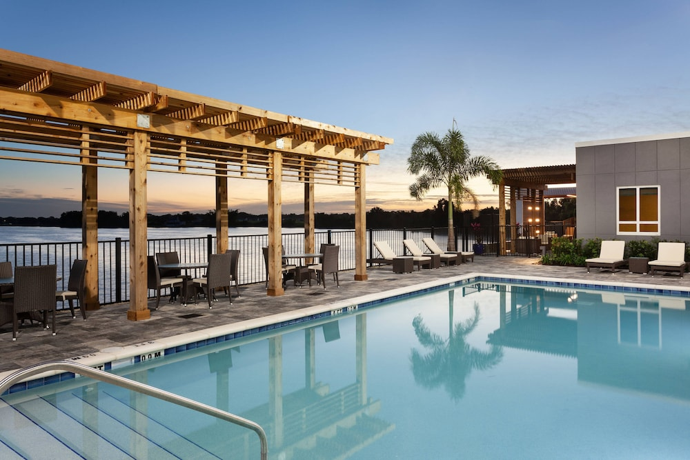 Outdoor Pool, Courtyard by Marriott Winter Haven