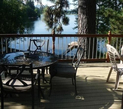 Great Place to stay Lake Get Away Beautiful Idaho ! near Hauser