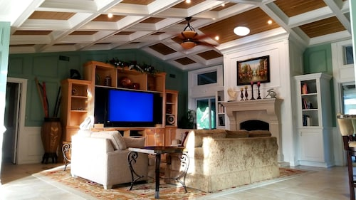 Great Place to stay Payson Estate 2.5 Acres 6 Bedrooms Sleeps 18 near Sarasota