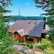 Lakefront Log Cabin- Private Dock, Paddle Boards, Kayaks, Canoe and Pool Table