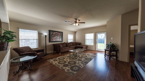 Quiet, Clean Home With a Perfect Location! Close to Everything!
