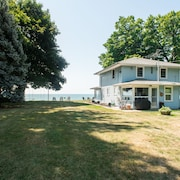 Lake Front Escape - a Quiet Lake Front House With Easy Access to the Beach