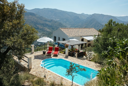 Villa With Priv. Pool, Quiet Location, 20 Min. to Beach, Wifi, A/C Mountain & Sea, Uk-tv