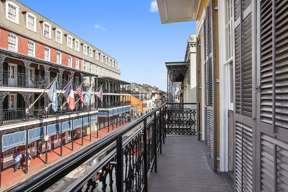 Balcony Over Bourbon St Entertainment District Heart Of The French