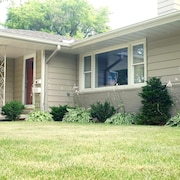 Close to Everything, Amazing sun Room, Private Backyard, Beautiful Home, see