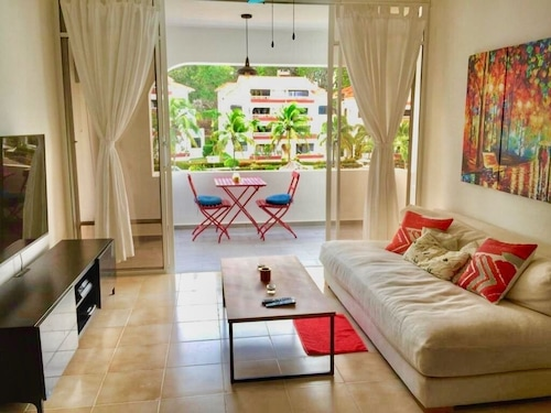 Renovated Guest Friendly Beautiful 1 Bed-huge Pool-bar-55 Inch Tv-terrace