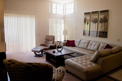 Planet Claire - Swanky Palm Springs Condo Sleeps 2-4