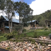 Stunning Log Home. Secluded and Peaceful Getaway. Close to the Action in Durango