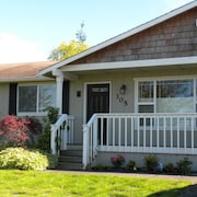 Mid-town Coupeville 3 Bed/3/bath Home
