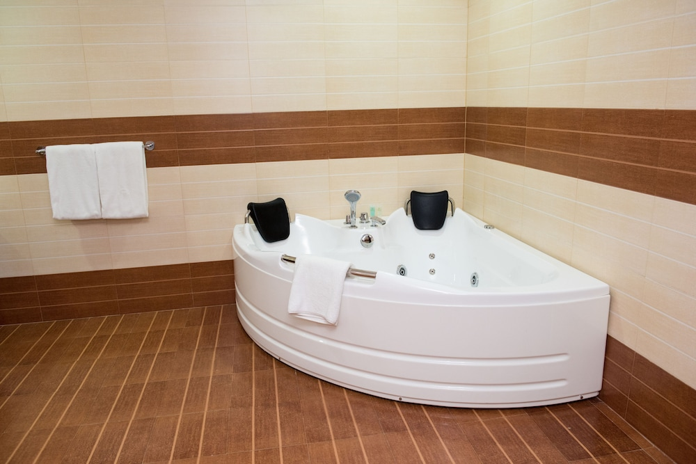 Private Spa Tub, Crossroads Hotel-Blantyre