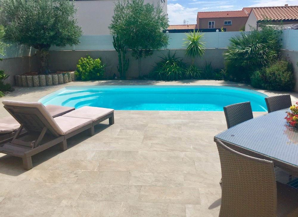 Beautiful Contemporary Villa With Swimming Pool 2 Minutes From The
