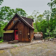 3 Bedroom Chalet 10 Mins to Mt Snow With Clubhouse Amenities and Private Deck