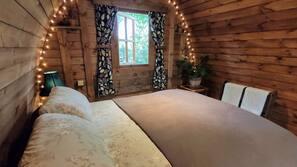 1 bedroom, bed sheets