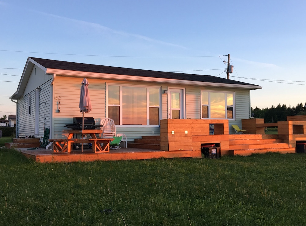 , Oceanfront Cottage In Grande-digue, Near Shediac And Bouctouche