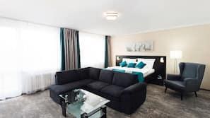 Select Comfort beds, in-room safe, desk, blackout curtains